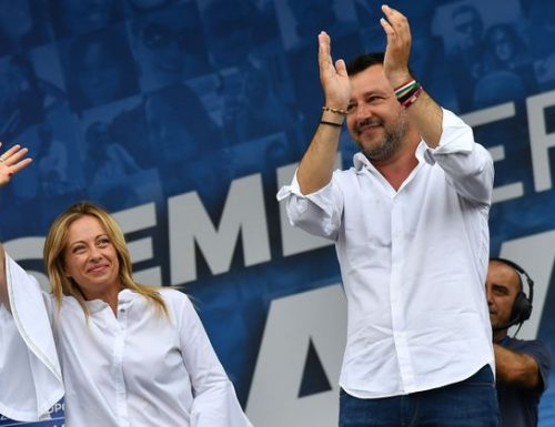 """Salvini a valanga contro Conte: """"Il governo perde solo tempo"""". E Giorgia Meloni: """"Non trattiamo sulla pelle degli italiani"""""""