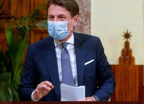 """Giuseppe Conte blinda tutto, e parte subito con la gaffe: """"Italia in zona rossa dal 21 dicembre"""", dalla sala stampa saltano dalle sedie…"""