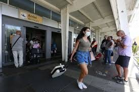 Coronavirus, gli untori puntano su Napoli: 7 positivi tra i passeggeri del volo Londra-Capodichino: timori per il contagio da variante inglese