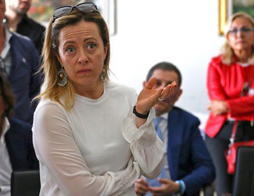L'affondo di Giorgia Meloni: il governo bastona i cittadini e apre le porte ai clandestini. Mozione del centrodestra
