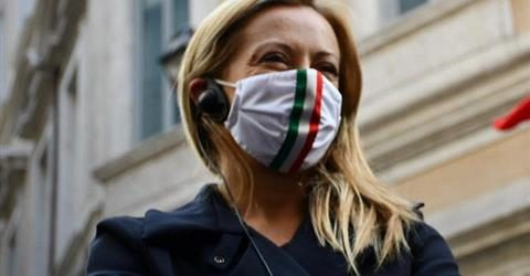"""La leader di FdI Giorgia Meloni, vittima di insulti sessisti: """"Impiegatela in un porto in Libia come risorsa per i marinai"""". Femministe? Chi le ha viste? Questo scostumato strabismo…."""