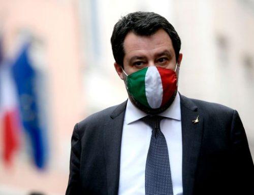 """Lo schifo contro un disabile che prendeva un caffè: multa di 400 euro. Lo sfogo di Salvini: """"pagheremo noi, ci vuole buonsenso"""""""