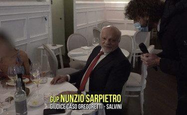 """Il Giudice Nunzio Sarpietro pranza nonostante sia vietato (aglia, questo non si fa). Ma l'anti Salvini si giustifica: """"Ero in stato di necessità"""". Meglio se stava zitto…."""
