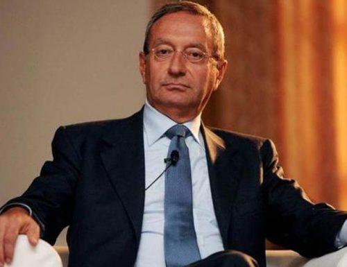 Antonio Catricalà choc, l'ex presidente dell'Antitrust si è sparato un colpo di pistola. Un curriculum di eccellenza