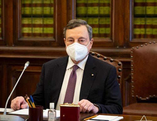 I giochetti dei grillini stufano Draghi. Il voto o non voto su Rousseau, sembra una marchetta…