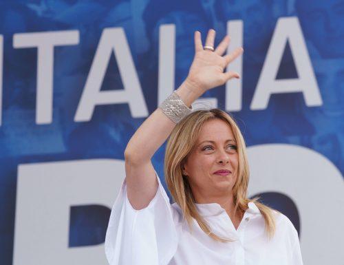 """Onore a Giorgia Meloni, l'unica sovranista fedele e coerente oggi in Italia: """"Per tifare Italia non sono necessari ministeri o inciuci"""""""