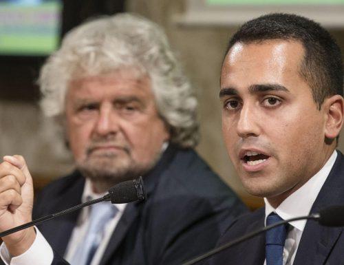 Il M5s si spacca, 13 parlamentari firmano contro il voto su Rousseau. Ma Di Maio pensa alla poltrona…