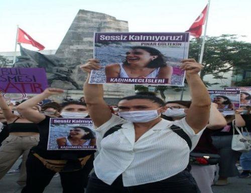 """Le ragazze turche a viso aperto contro  Erdogan: """"No all'uscita dalla Convenzione contro la violenza sulle donne"""" (Video)"""