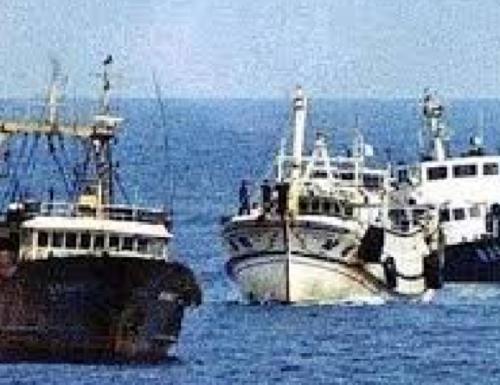 Torna l'incubo sequestri in acque libiche. La Farnesina avverte i pescherecci: sconfinare lì è a rischio