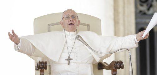 Crisi economica  in Vaticano. Papa Francesco taglia  stipendi e blocca gli scatti di anzianità a cardinali e religiosi