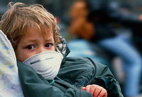 """Covid, nuovi sintomi nei bambini. L'infezione come """"simil peritonite"""". Ecco il consiglio dell'esperto"""