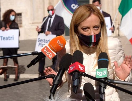 """Covid, il pugno di ferro di Giorgia Meloni: """"Il Certificato verde è priorità. La Commissione Ue chieda la procedura d'urgenza"""""""