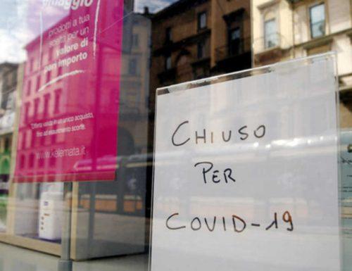 Covid, torna l'incubo. Il governo valuta nuove restrizioni: coprifuoco alle 20 e negozi chiusi