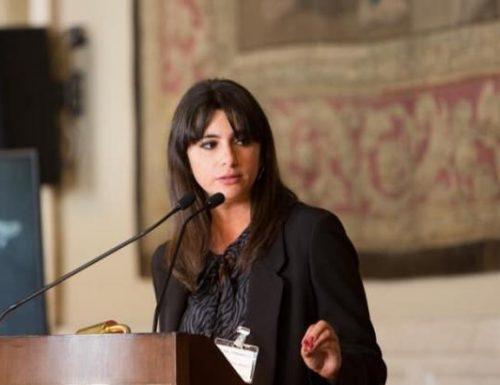[Boom] Napoli, l'assessora dei centri sociali De Majo coinvolta nell'inchiesta sulla statua di Maradona, protocolla le sue dimissioni