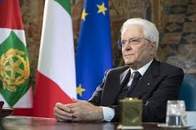 Matrarella insultato e minacciato di morte sui social: perquisizioni in tutta Italia