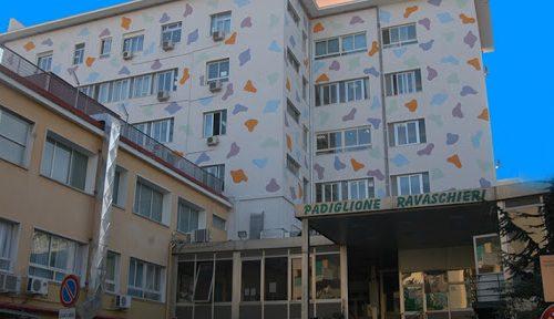 Napoli sotto choc, il neonato ustionato è in coma: arrestati i genitori. Forse è stato lavato con candeggina