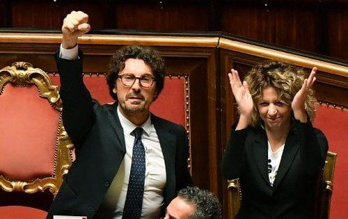 """Caro Giuseppe compare nipote…  Dopo Speranza, anche Toninelli annuncia un libro verità: """"No, anche tu, no!"""". 'Peppeniello le pizze diventano due'…"""