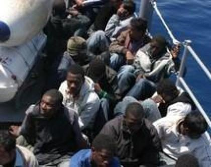 Dopo Lampedusa tocca alla Puglia:  altri 43 migranti approdano sulla banchina. E Lamorgese aspetta e spera il soccorso  dell'Ue…