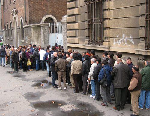 Il Covid mette in ginocchio il Paese: oltre 10 milioni di italiani a rischio povertà