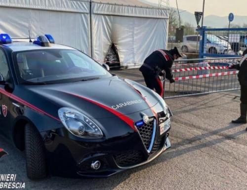 """Il centro vaccini di Brescia sotto attacco: lanciate molotov contro le pareti. Nessun ferito. Fontana: """"Un attacco ignobile"""""""