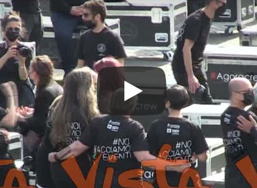 Proteste, anche gli artisti scendono in piazza del Popolo: da Renato Zero a Emma, tutti  contro il governo Draghi (Video)