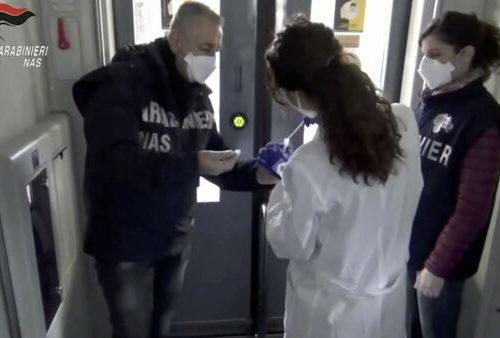 """Covid, i Nas scoprono 38 contagi sui mezzi pubblici. Giorgia Meloni a valanga: """"Ora la verità è sotto gli occhi di tutti"""""""