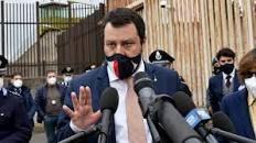 """Salvini fa il ballo della mattonella: uno avanti e uno indietro: """"Doveroso riaprire"""". Ma poi esorta i ristoratori alla calma"""