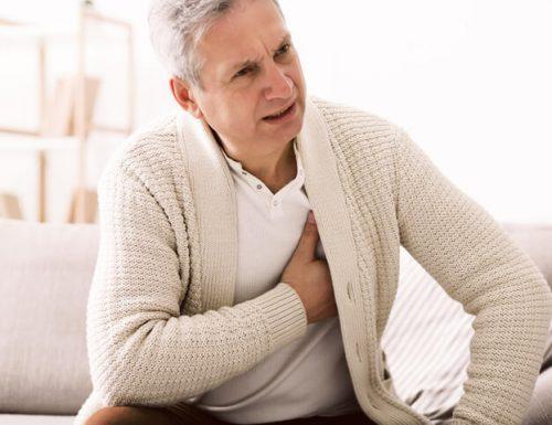 """Il Covid può provocare l'infarto, l'allarme  dei cardiologi: """"Con il dolore al torace correte subito in ospedale"""""""