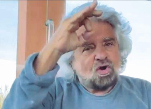 """[Boom] Arriva la sberla a mano aperta. Il ragazzino stuprato da un prete dà una lezione di vita a Beppe Grillo: """"Giusto denunciare anche dopo 12 anni"""""""