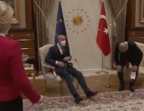 Erdogan detta il bello e cattivo tempo in Europa, si siede e lascia in piedi Ursula von der Leyen (Video)