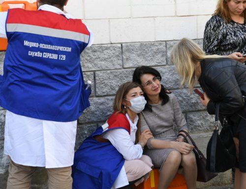 Tragedia in una scuola Russa: 11 morti e 32 feriti. Due gli attentatori: un 17enne arrestato, il secondo ucciso