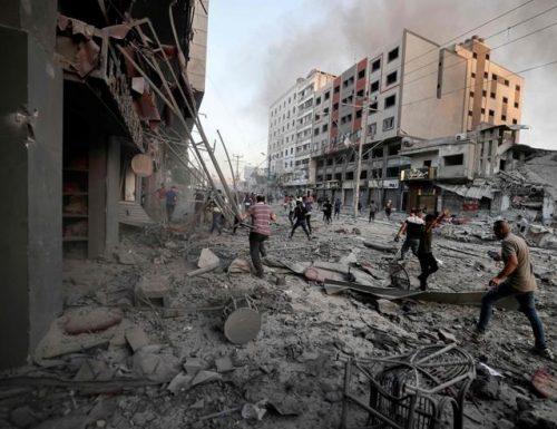 Guerra, Israele schiera l'esercito, pronto alla battaglia: ci prepariamo. Hamas chiama a raccolta gli arabi: combattete