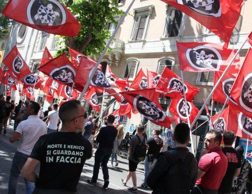 I fascisti non sfilano? La marcia di Casa Pound, Sit In e Corteo… La Raggi colleziona figure di m…