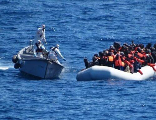 """Migranti, la follia  dei scafisti supera il limite: si pubblicizzano sui social come le Agenzie di Viaggi: """"Con noi, sbarco sicuro"""""""