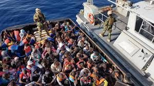 Boom di sbarchi a Lampedusa: in poche ore altri 683 migranti. E la Ocean Viking punta su Augusta. Contagi fuori controllo