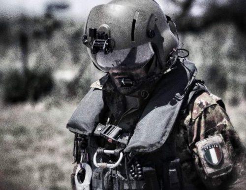 Capitan Nessuno, il Comandante,  l'eroe delle Forze Speciali italiane,  saluta il suo piccolo Fans Vincenzo Daniele, il figlio dell'amministratore di ith24