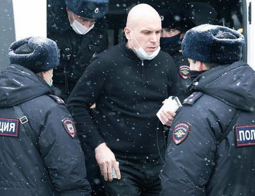 Putin smaschera  Soros contro gli Stati: arrestato il direttore di Open Russia mentre scappa