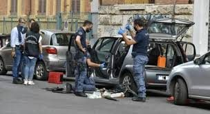 Una bomba a Roma, l'ordigno sull'auto del presidente dei parchi Marco Doria: panico e terrore in strada