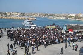 Migranti, l'Ue ci prende in giro: sui clandestini non sa che pesci prendere, e chiede all'Italia ulteriori sacrifici mentre Grecia, Malta, Germania e Francia se ne sbattono… (Roba da pazzi)
