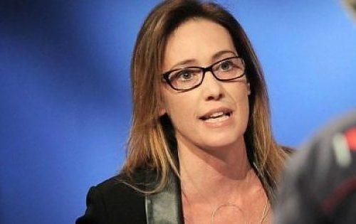 Ad Ilaria Cucchi mancano le telecamere: sì, aiuterò la sorella di Youns ad avere giustizia. Sposerà le ingiustizie, e le giustizie…