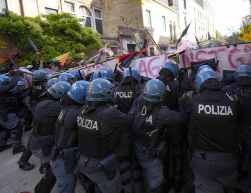 G20, Arsenale di Venezia: ferro e fuoco tra manifestanti e polizia. Salgono le polemiche…
