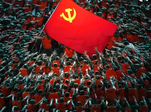 Pechino in festa per i 100 anni del Partito comunista:  parata militare e bandiere rosse.  Ma Xi Jinping minaccia…