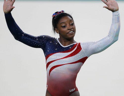 """Colpo di scena alle Olimpiadi, la Simone Biles si ritira prima del tempo: """"Ho i demoni nella testa, devo fare i conti con loro"""""""