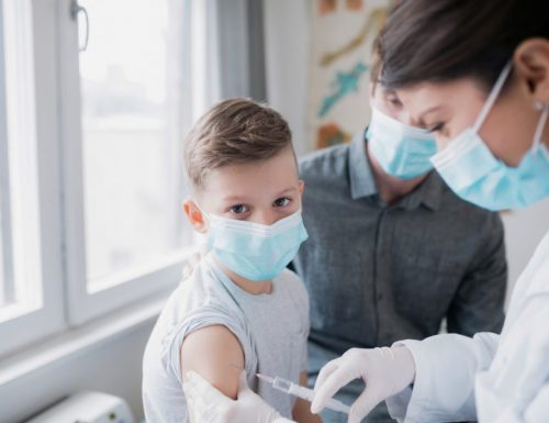 """Vaccini, obbligatorio dai 12 anni, ma per il  Cts non basta: """"Imporlo dai 6 anni"""""""