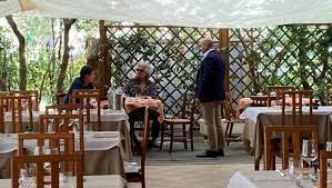 """Tutto ok, """"ritorna l'amore"""" tra Grillo e Conte: pranzo a Marina di Bibbona con tanto di finti sorrisi… La commedia a 5 Stelle, continua…"""
