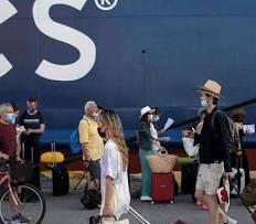 Grecia, 15 studenti italiani fermati dalle autorità perché positivi al covid. Erano in vacanza a Ios per festeggiare la maturità