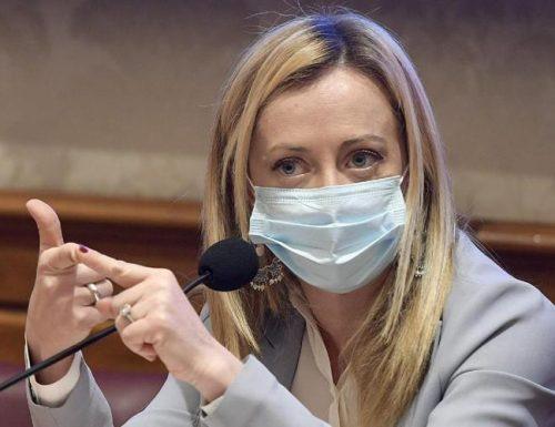 Giorgia Meloni si è vaccinata, e la sinistra va al manicomio