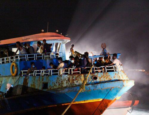 """""""Occhio vede ma cuore non duole"""" Lampedusa sotto pressione: gli sbarchi non si fermano"""