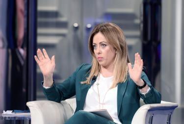 """Afghanistan, i talebani avanzano.  La situazione precipita. Giorgia Meloni: """"Onore alle donne che stanno sfidando il terrore rischiando la vita"""""""