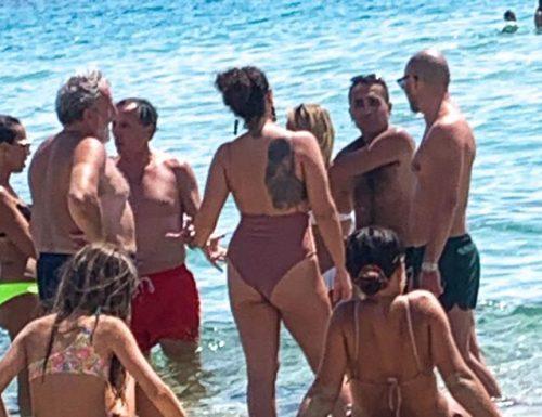 Crisi in Afghanistan, Luigi Di Maio convocato d'urgenza al Copasir mentre era in spiaggia. Andrà col gommone?